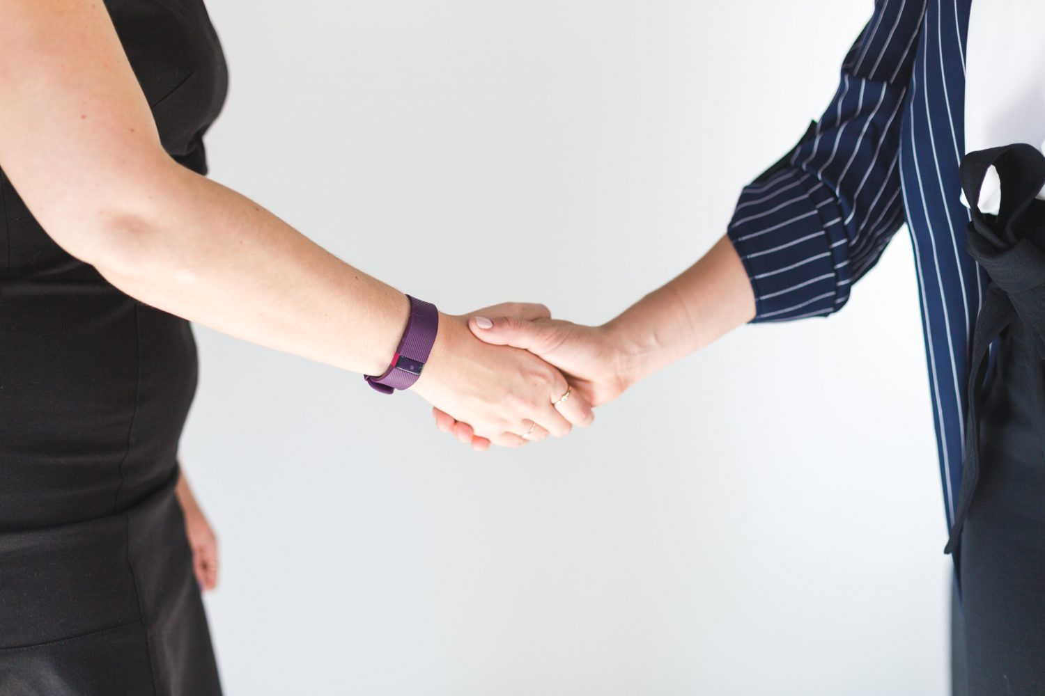 business-women-shaking-hands_4460x4460